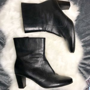 Black leather Ankle Boots Bass heeled booties
